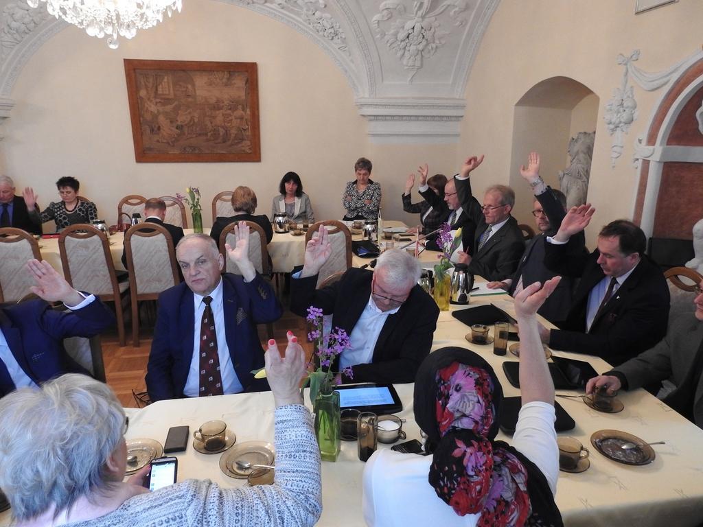 20.04.17 Sesja Rady Powiatu Opolskiego