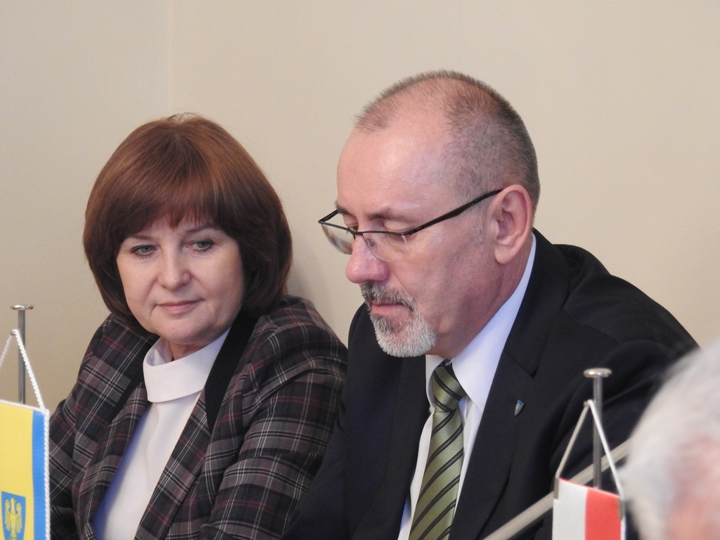 Leonarda Płoszaj, wicestarosta opolski i Henryk Lakwa, starosta opolski