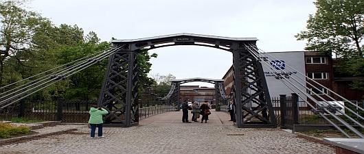 Most wiszący stalowy w Ozimku